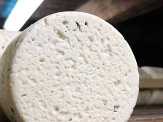 Un fromage produit par la marque française Roquefort