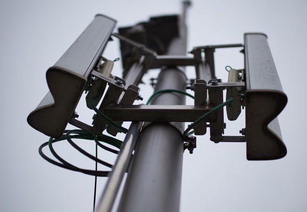 Une antenne téléphonique.